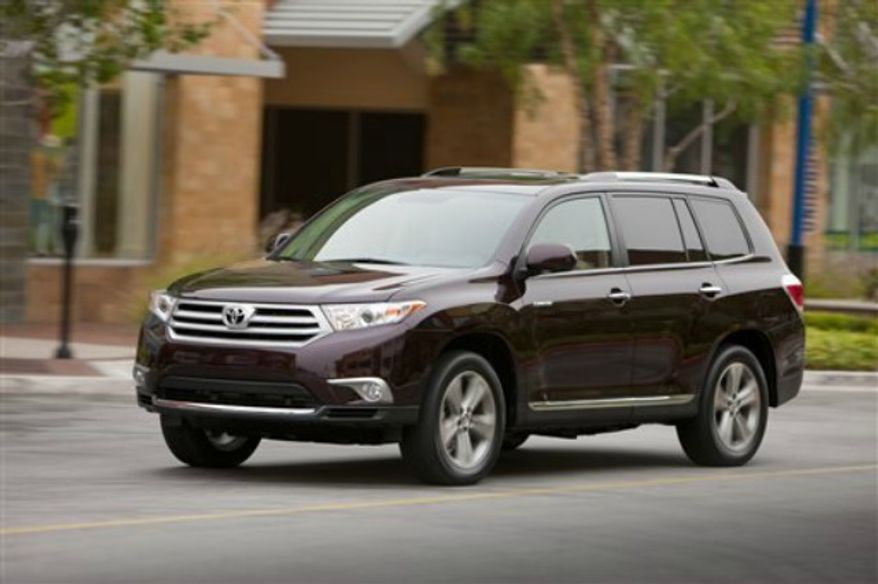 ** FILE ** 2013 Toyota Highlander (Associated Press)