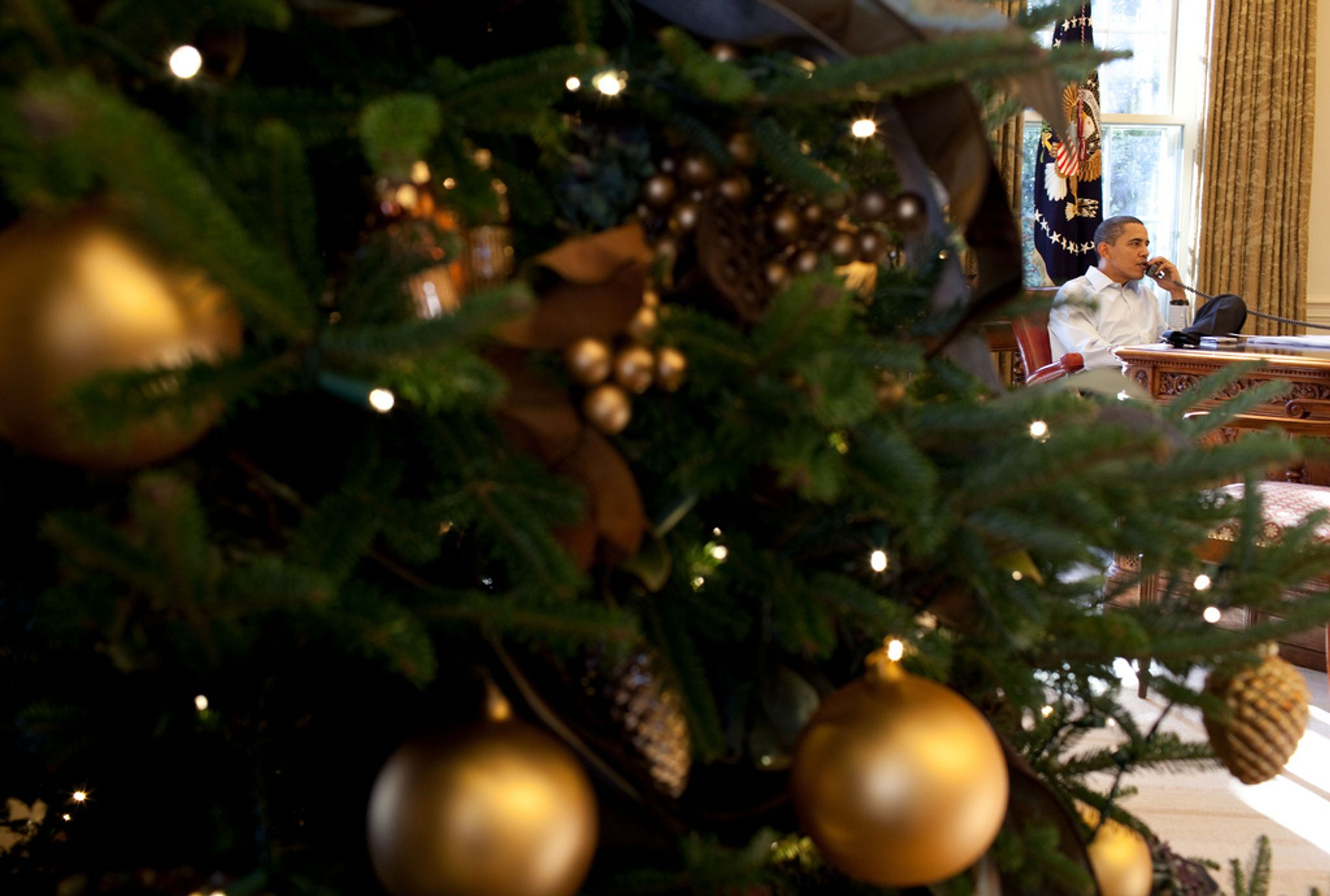 Christmas spirit dies at White House as ornament-hawking gift shop ...