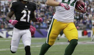 Green Bay Packers wide receiver Jordy Nelson carries the ball into the end zone for a touchdown as Baltimore Ravens cornerback Lardarius Webb chases him during the second half of an NFL football game in Baltimore, Sunday, Oct. 13, 2013. (AP Photo/Patrick Semansky)