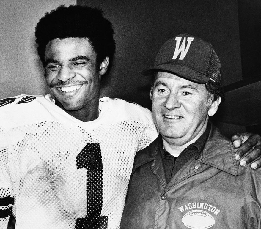 "Washington Huskies Warren Moon (l) stands with his coach, Don James, in Washington's locker room after the Rose Bowl Game in Pasadena on Monday, Jan. 2, 1978. Moon was named ""Most Valuable Player"" of the Rose Bowl game. (AP Photo)"
