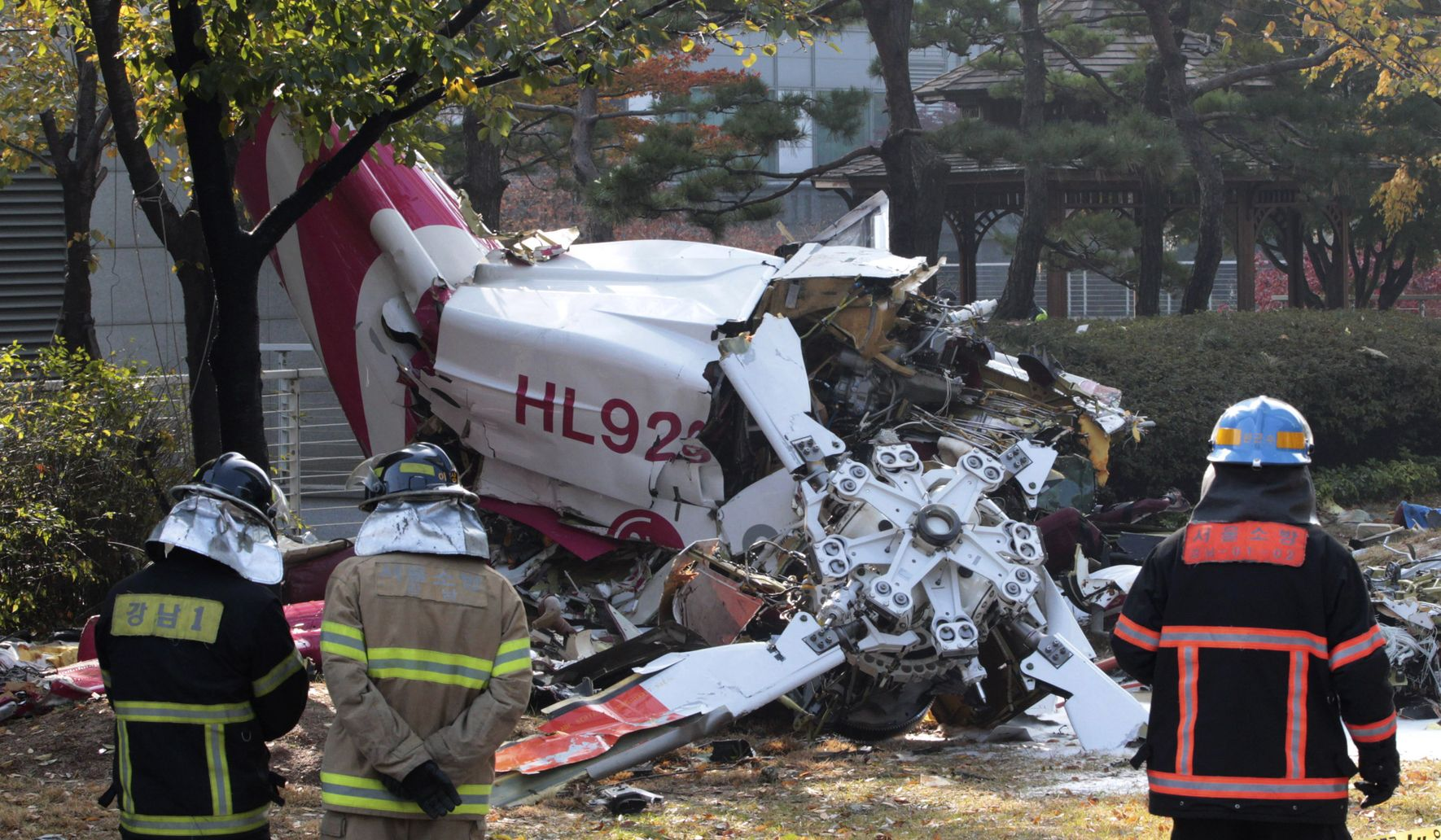 Helicopter crashes into Seoul high-rise, killing 2
