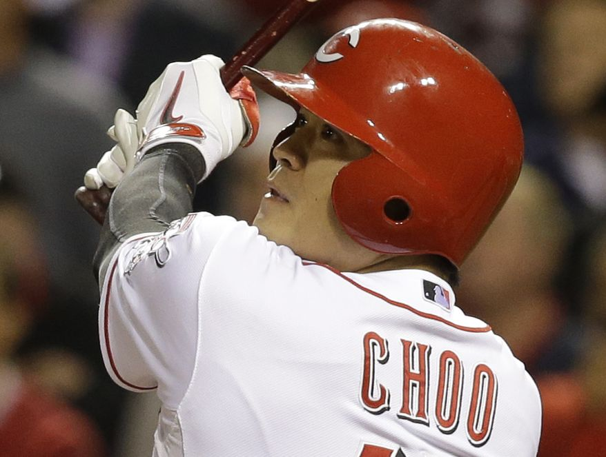 Cincinnati Reds' Shin-Soo Choo hits a single off New York Mets relief pitcher Sean Henn to drive in the winning run in the 10th inning of a baseball game, Monday, Sept. 23, 2013, in Cincinnati. Cincinnati won 3-2. (AP Photo/Al Behrman)