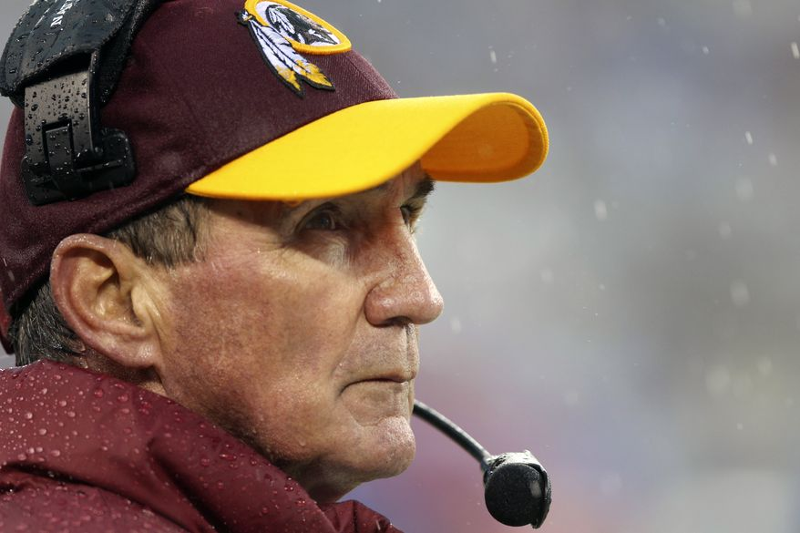 Washington Redskins head coach Mike Shanahan watches his team during the first half of an NFL football game against the New York Giants, Sunday, Dec. 29, 2013, in East Rutherford, N.J. (AP Photo/Peter Morgan)