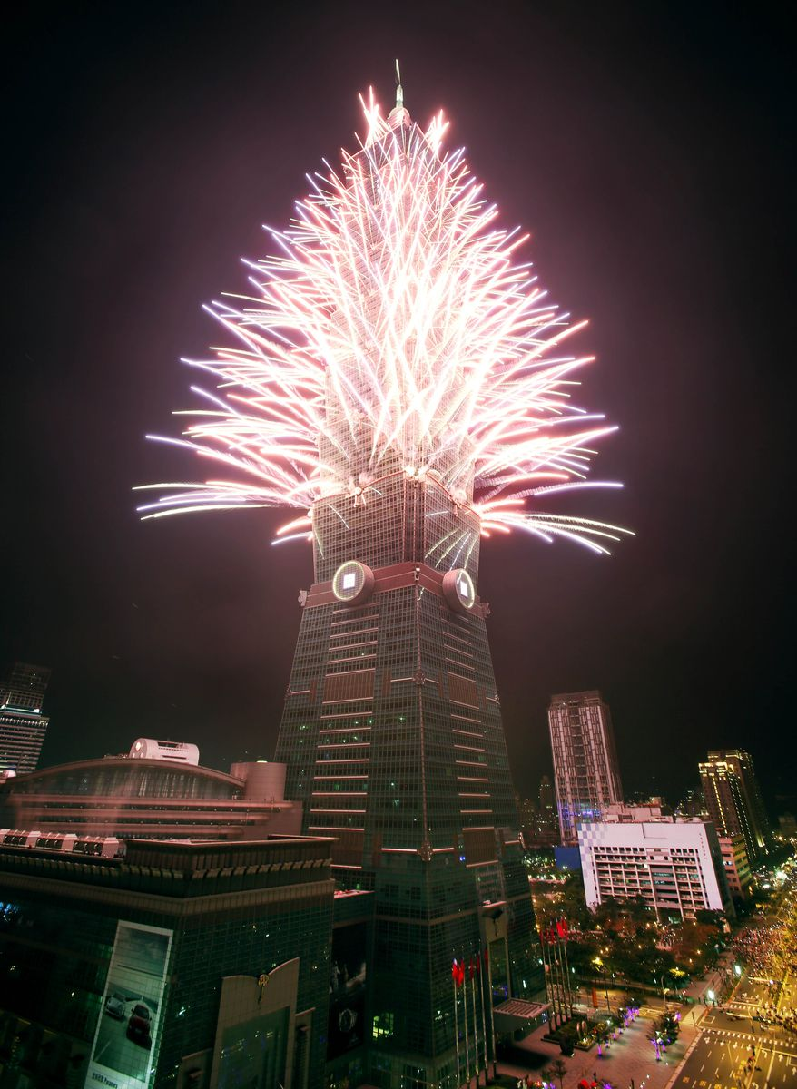 A fireworks display is set off from the Taipei101 skyscraper during New Year's Eve celebrations in Taipei, Taiwan, Tuesday, Dec. 31, 2013. (AP Photo/Wally Santana) ** FILE **