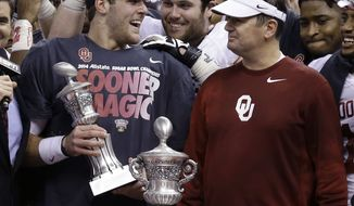 Oklahoma quarterback Trevor Knight holds the MVP trophy as he stands with Oklahoma head coach Bob Stoops and the Sugar Bowl trophy after the NCAA college football matchup in New Orleans, Thursday, Jan. 2, 2014.  Oklahoma won 45-31. (AP Photo/Rusty Costanza)