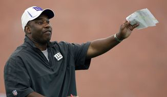 New York Giants defensive coordinator Perry Fewell instructs players during NFL football practice in East Rutherford, N.J., Thursday, June 14, 2012. (AP Photo/Mel Evans)