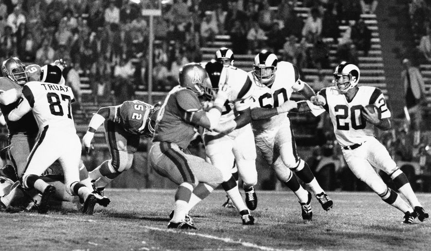 Guard John Wilbur (60) of the Los Angeles Rams leads running back Tommy Mason (20) as he attempts a sweep against the Houston Oilers, in the Rose Bowl at Pasadena, on Saturday, night, Sept. 7, 1970. Tackle Charlie Cowan (center) bowled over linebacker Ron Pritchard (center foreground), but the secondary came up to stop Mason after three yards. The Rams won 20-3. (AP Photo/HF)