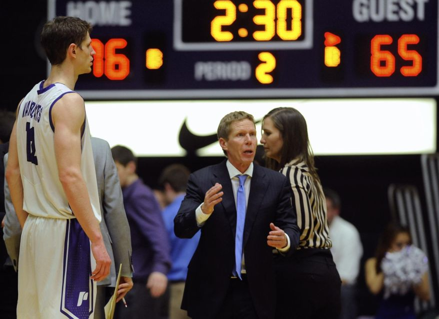 Gonzaga head coach Mark Few, center, calls plays in the final minutes as the Portland Pilots beat the Gonzaga Bulldogs 82-73 in an NCAA college basketball game in Portland, Ore., Thursday Jan. 9, 2014. (AP Photo/Greg Wahl-Stephens)