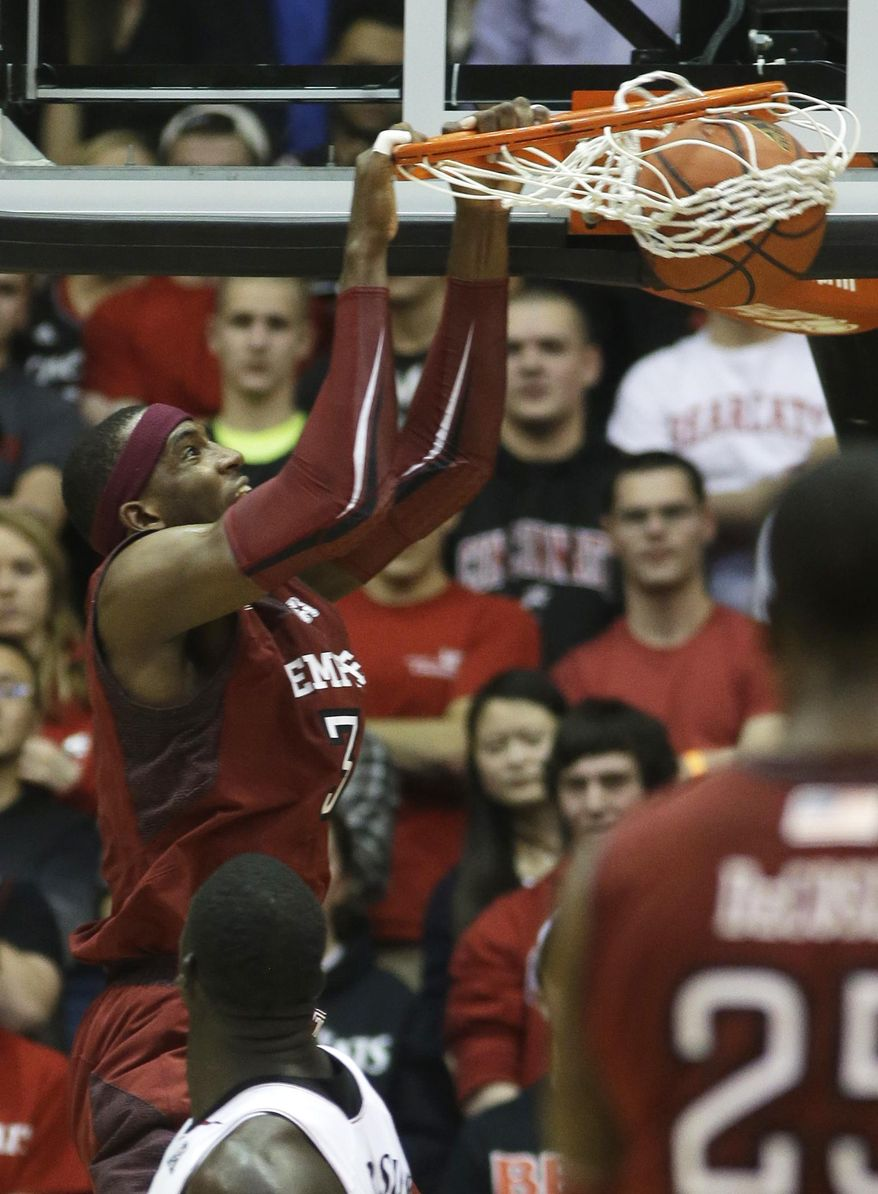 Temple forward Anthony Lee dunks against Cincinnati during the first half of an NCAA college basketball game, Tuesday, Jan. 14, 2014, in Cincinnati. (AP Photo/Al Behrman)
