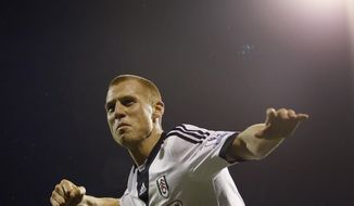 Fulham's  Steve Sidwell celebrates scoring a goal during the English FA Cup 3rd round replay soccer match between Fulham and Norwich City at Craven Cottage stadium in London, Tuesday, Jan. 14, 2014. (AP Photo/Kirsty Wigglesworth)