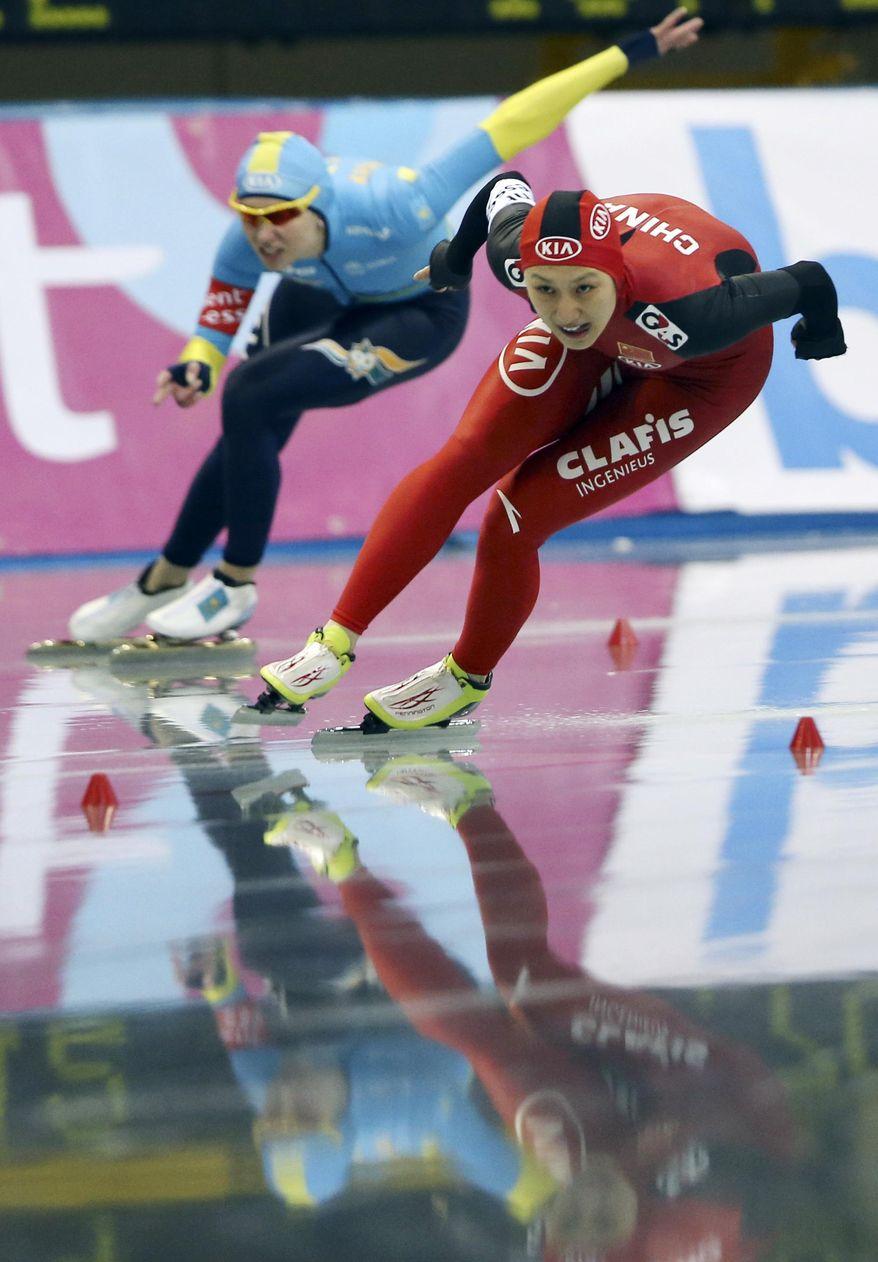 Zhang Hong, right, of China and Yekaterina Aydova of Kazakhstan skate in the women's 500 meters race at the World Sprint Speed Skating Championships in Nagano, central Japan, Saturday, Jan. 18, 2014. (AP Photo/Koji Sasahara)