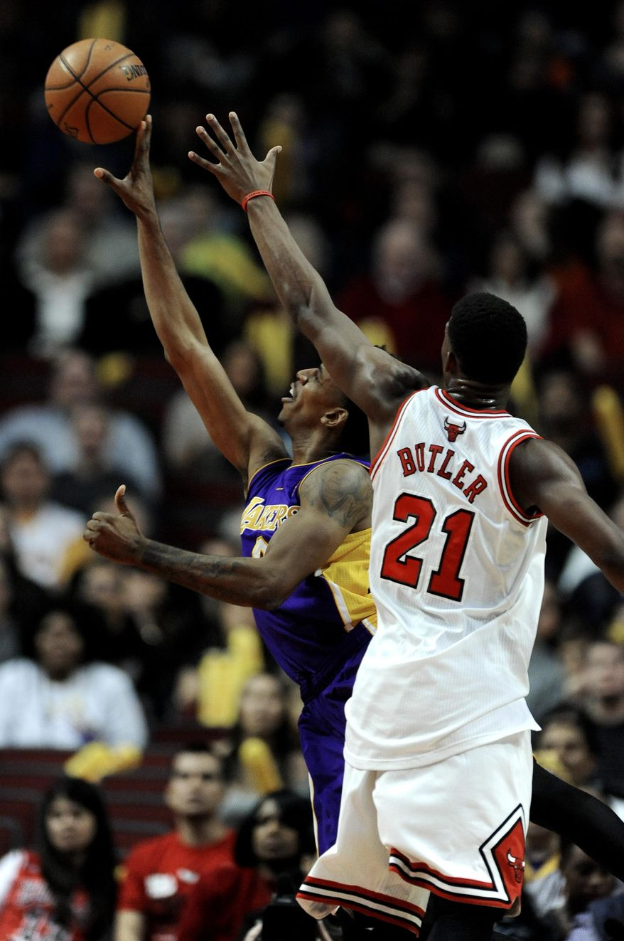 Los Angeles Lakers' Nick Young (0), goes up for a shot against Chicago Bulls' Jimmy Butler (21), during the first quarter of an NBA basketball game in Chicago, Monday, Jan., 20, 2014. (AP Photo/Paul Beaty)