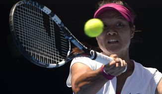 Li Na of China  makes a forehand return to Eugenie Bouchard of Canada during their semifinal at the Australian Open tennis championship in Melbourne, Australia, Thursday, Jan. 23, 2014.(AP Photo/Andrew Brownbill)