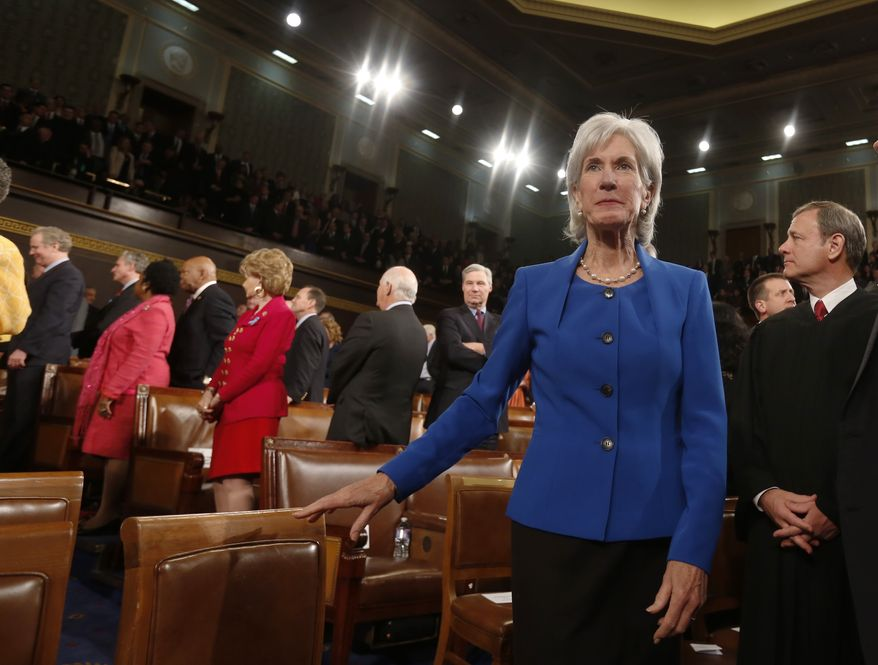 U.S. Department of Health and Human Services Secretary Kathleen Sebelius arrives before President Barack Obama's State of the Union speech on Capitol Hill in Washington, January 28, 2014. REUTERS/Larry Downing (UNITED STATES  - Tags: POLITICS)