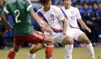 Mexico defender Francisco Javier Rodriguez (2) competes for the ball with South Korea midfielders Yeom Ki-Hun (7) and Lee Myung-Joo during the first half of an international friendly soccer match on Wednesday, Jan. 29, 2014, in San Antonio. (AP Photo/Darren Abate)