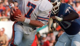 Denver Broncos John Elway is chased by New York Giants Leonard Marshall in Super Bowl XXI in Pasadena, Calif. Jan. 25, 1987.  ( AP Photo/Amy Sancetta)