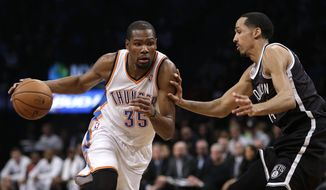 Oklahoma City Thunder's Kevin Durant, left, moves around Brooklyn Nets' Shaun Livingston during the first half of an NBA basketball game Friday, Jan. 31, 2014, in New York. (AP Photo/Seth Wenig)
