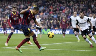 FC Barcelona's Alexis Sanchez, second left, kicks to the ball to score against Valencia during a Spanish La Liga soccer match at the Camp Nou stadium in Barcelona, Spain, Saturday, Feb. 1, 2014. (AP Photo/Manu Fernandez)