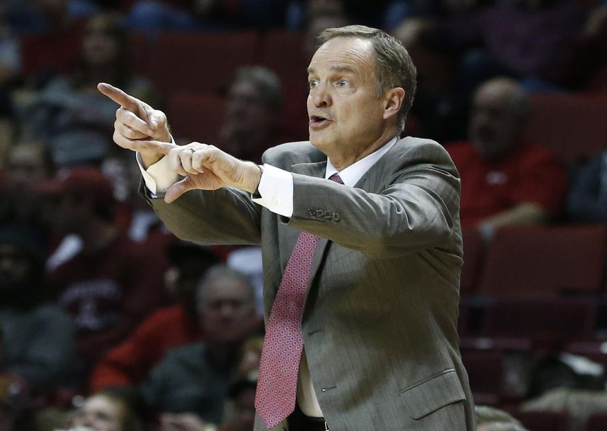 Oklahoma head coach Lon Kruger gestues in the second half of an NCAA college basketball game against Baylor in Norman, Okla., Saturday, Feb. 8, 2014. Oklahoma won 88-72. (AP Photo/Sue Ogrocki)