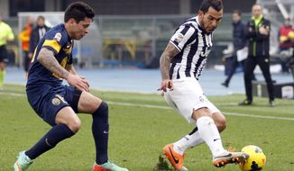 Juventus' Carlos Tevez, right, of Argentina, is chased by Verona's Juan Manuel Iturbe, of Paraguay, during a Serie A soccer match at Bentegodi stadium in Verona, Italy, Sunday, Feb. 9, 2014. (AP Photo/Felice Calabro')