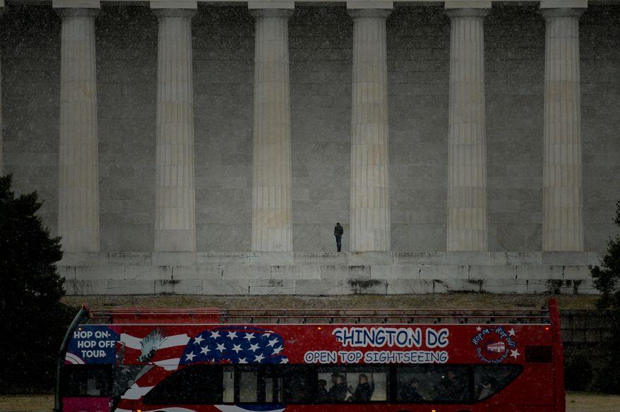Snow falls near the Lincoln Memorial, Washington, D.C., Sunday, February 9, 2014. (Andrew Harnik/The Washington Times)