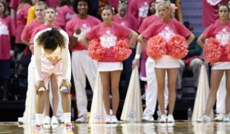 Tennessee guard Meighan Simmons (10) hangs her head in the final seconds of an NCAA college basketball game against Kentucky, Sunday, Feb. 16, 2014, in Knoxville, Tenn. Kentucky won 75-71. (AP Photo/Wade Payne)