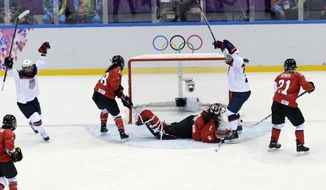 Alex Carpenter of the United States (25) scores past goalkeeper Shannon Szabados of Canada (1) during the women's gold medal ice hockey game at the 2014 Winter Olympics, Thursday, Feb. 20, 2014, in Sochi, Russia. (AP Photo/David J. Phillip )