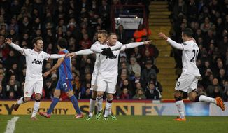 Manchester United's Wayne Rooney, center right, celebrates his goal against Crystal Palace with teammates during their English Premier League soccer match at Selhurst Park, London, Saturday, Feb. 22, 2014. (AP Photo/Sang Tan)
