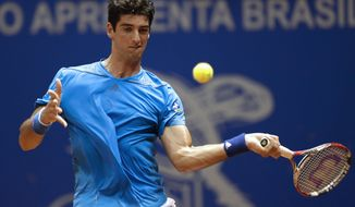 Brazil's Thomaz Bellucci returns the ball to Colombia's Santiago Giraldo at the Brazil Open ATP tournament tennis match in Sao Paulo, Brazil, Tuesday, Feb. 25, 2014. (AP Photo/Andre Penner)