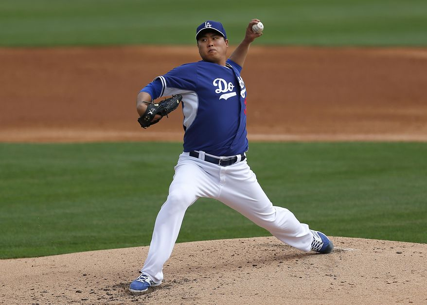 Los Angeles Dodgers pitcher Hyun-Jin Ryu, of South Korea, throws against the Chicago White Sox during an exhibition baseball game in Glendale, Ariz., Friday, Feb. 28, 2014. (AP Photo/Paul Sancya)