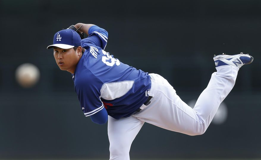 Los Angeles Dodgers pitcher Hyun-Jin Ryu, of South Korea, throws to a Chicago White Sox batter in the first inning of an exhibition baseball game in Glendale, Ariz., Friday, Feb. 28, 2014. (AP Photo/Paul Sancya)