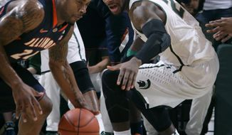Illinois' Rayvonte Rice, left, gets a steal against Michigan State's Branden Dawson during the first half of an NCAA college basketball game, Saturday, March 1, 2014, in East Lansing, Mich. (AP Photo/Al Goldis)