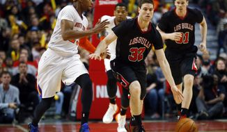 Newly signed Chicago Bulls guard Jimmer Fredette dribbles past New York Knicks guard Toure' Murry during the second half of an NBA basketball game on Sunday, March 2, 2014, in Chicago. The Bulls won 109-90. (AP Photo/Jeff Haynes)