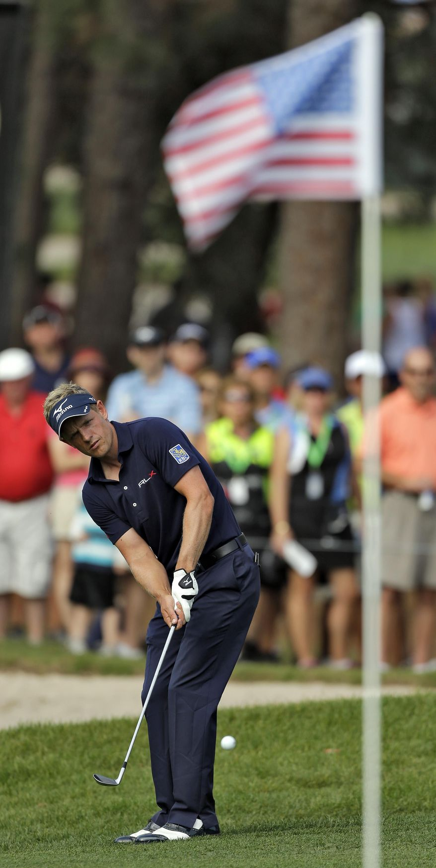 Luke Donald, of England, chips onto the 16th green during the final round of the Valspar Championship golf tournament at Innisbrook, Sunday, March 16, 2014, in Palm Harbor, Fla. Donald finished tied for fourth. (AP Photo/Chris O'Meara)