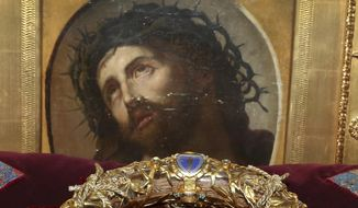 A crown of thorns which was believed to have been worn by Jesus Christ and which was bought by King Louis IX in 1239 is presented at Notre Dame Cathedral in Paris, Friday March 21, 2014. (AP Photo/Remy de la Mauviniere). ** FILE **