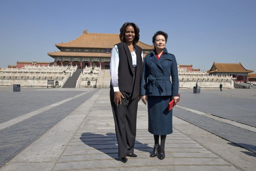 U.S. first lady Michelle Obama, left, and Peng Liyuan, wife of Chinese President Xi Jinping pose for photos at Forbidden City in Beijing, China Friday, March 21, 2014. (AP Photo/Andy Wong, Pool)