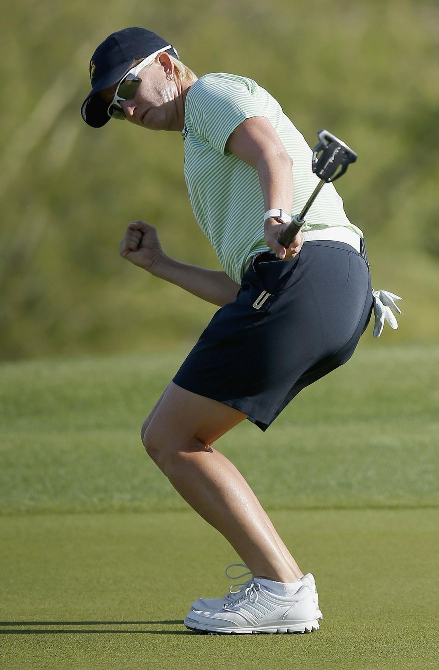 Karrie Webb, of Australia, pumps her fist after making a birdie putt on the 18th hole during the final round of the LPGA Founders Cup golf tournament on Sunday, March 23, 2014, in Phoenix. (AP Photo/Ross D. Franklin)