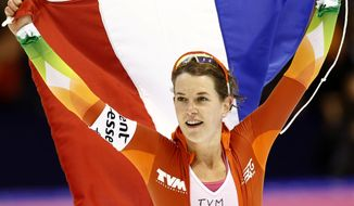 New world champion Netherlands Ireen Wust takes a lap of honor after the women's 5000-meter race during the World Championship allround speedskating at Thialf skating arena in Heerenveen, northern Netherlands, Sunday, March 23, 2014. (AP Photo/Vincent Jannink)