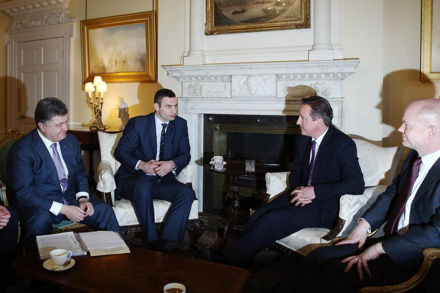 A high level meeting between British and Ukrainian leaders, with left to right,  Petro Poroshenko, the Leader of the Ukrainian Democratic Alliance for Reform party (UDAR) Vitaly Klitschko, British Prime Minister David Cameron and Britain's Foreign Secretary, William Hague, as they meet inside 10 Downing Street, London, Wednesday March 26, 2014. (AP Photo / Dan Kitwood)
