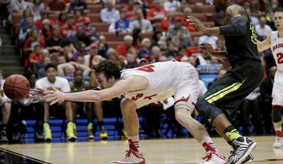 Wisconsin forward Frank Kaminsky, left, reaches for the ball as Baylor forward Cory Jefferson defends during the second half of an NCAA men's college basketball tournament regional semifinal, Thursday, March 27, 2014, in Anaheim, Calif. (AP Photo/Jae C. Hong)