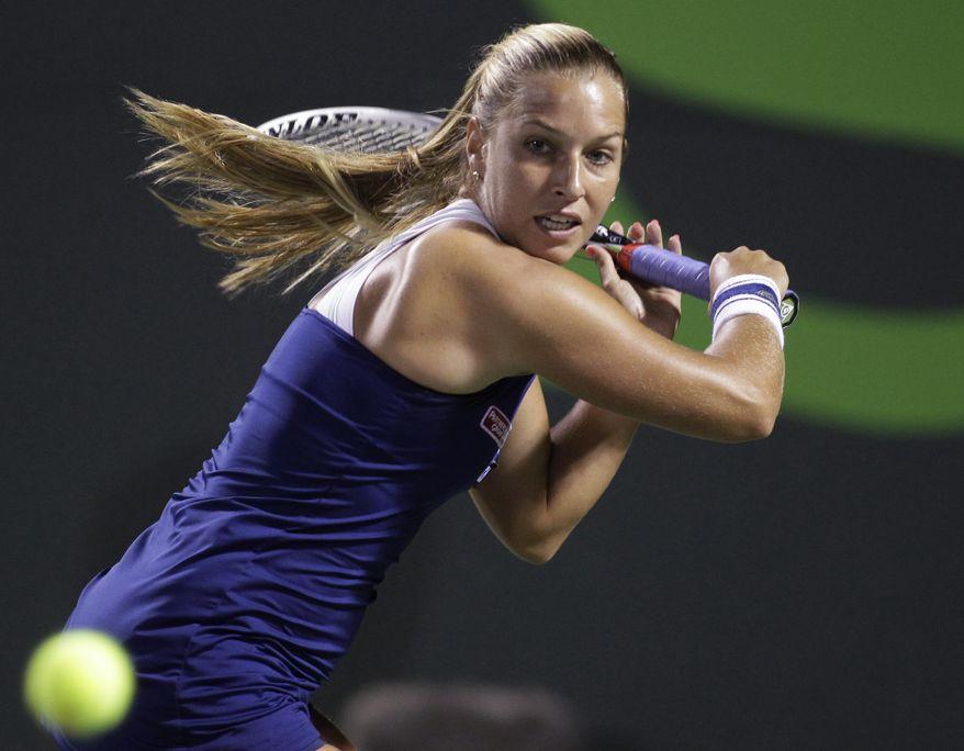Dominika Cibulkova, of Slovakia, prepares to hit a return to Li Na, of China, during the Sony Open tennis tournament, Thursday, March 27, 2014, in Key Biscayne, Fla. (AP Photo/Luis M. Alvarez)