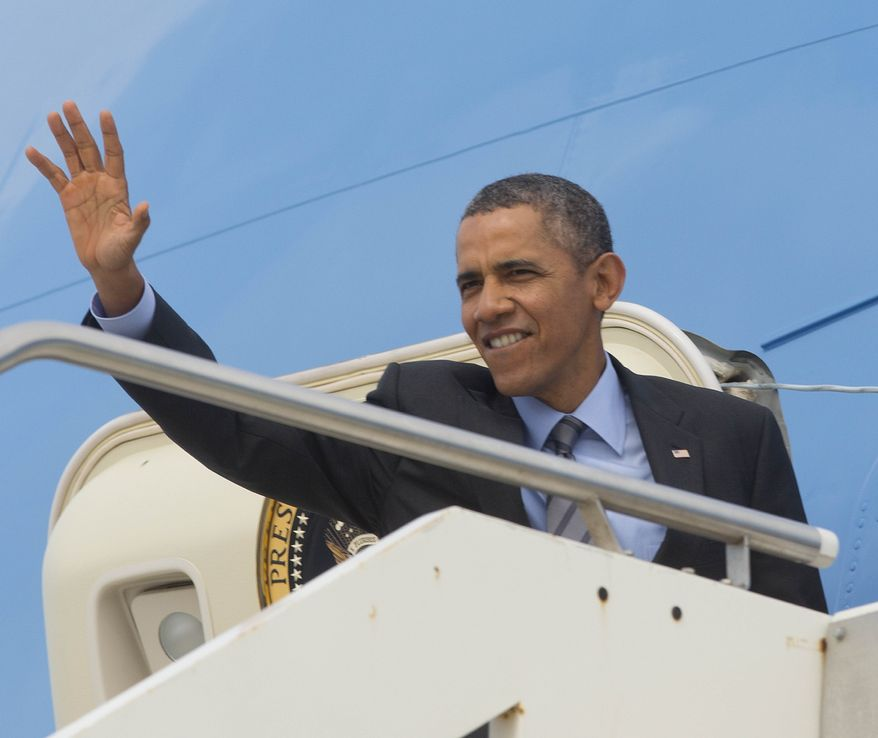 US President Barack Obama waves on his departure on Air Force One at Fiumicino Airport, Friday, March 28, 2014 in Rome. Obama departs Italy for Saudi Arabia, to meet with King Abdulla, the final stop on a weeklong overseas trip. (AP Photo/Pablo Martinez Monsivais)