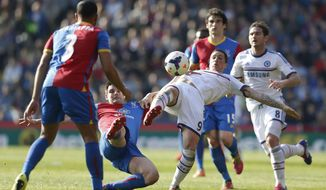 Chelsea's Fernando Torres, center right, competes with Crystal Palace's Scott Dann, center left, during their English Premier League soccer match at Selhurst Park, London, Saturday, March 29, 2014. (AP Photo/Sang Tan)