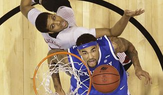 Kentucky's Willie Cauley-Stein and Louisville's Wayne Blackshear go after a rebound during the first half of an NCAA Midwest Regional semifinal college basketball tournament game Friday, March 28, 2014, in Indianapolis. (AP Photo/David J. Phillip)