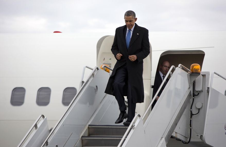 President Barack Obama arrives at Chicago O'Hare International Airport on Air Force One, Wednesday, April 2, 2014, in Chicago, as he travels to attend Democratic National Committee (DNC) events. (AP Photo/Carolyn Kaster)