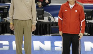 Former professional golfer Andy North, left, and Wisconsin head coach Bo Ryan watch as the team practices for their NCAA Final Four tournament college basketball semifinal game Friday, April 4, 2014, in Dallas. Wisconsin plays Kentucky on Saturday, April 5, 2014. (AP Photo/Tony Gutierrez)