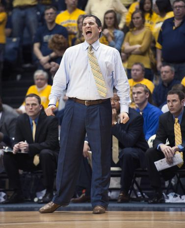 Murray State coach Steve Prohm yells instructions to his team in an NCAA college basketball game against Yale for the CollegeInsider.com tournament championship, Thursday, April 4, 2014, in Murray, Ky. (AP Photo/The Ledger, Kyser Lough)