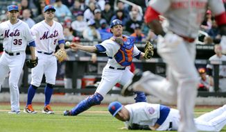 CORRECTS CATCHER TO ANTHONY RECKER INSTEAD OF TRAVIS D'ARNAUD - New York Mets catcher Anthony Recker, center, throws out Cincinnati Reds left fielder Roger Bernadina as New York Mets starting pitcher Dillon Gee (35) and third baseman David Wright (5) look on in the seventh inning of a baseball game at Citi Field, Saturday, April 5, 2014, in New York. (AP Photo/John Minchillo)
