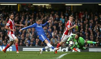 Chelsea's Fernando Torres, center, has his shot on goal saved by Stoke City's Asmir Begovic, right, during their English Premier League soccer match between Chelsea and Stoke City at Stamford Bridge stadium in London, Saturday, April, 5, 2014. (AP Photo/Alastair Grant)