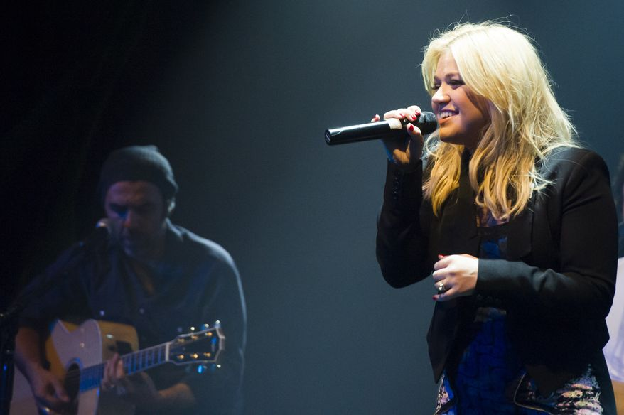 """Kelly Clarkson performs at Green Mountain Coffee's """"Great Coffee, Good Vibes, Choose Fair Trade"""" campaign concert on Thursday, Oct. 10, 2013 in New York. (Photo by Charles Sykes/Invision/AP)"""